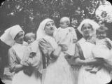 Chalons - Babies with nurses. / Nurses + babies- Chalons